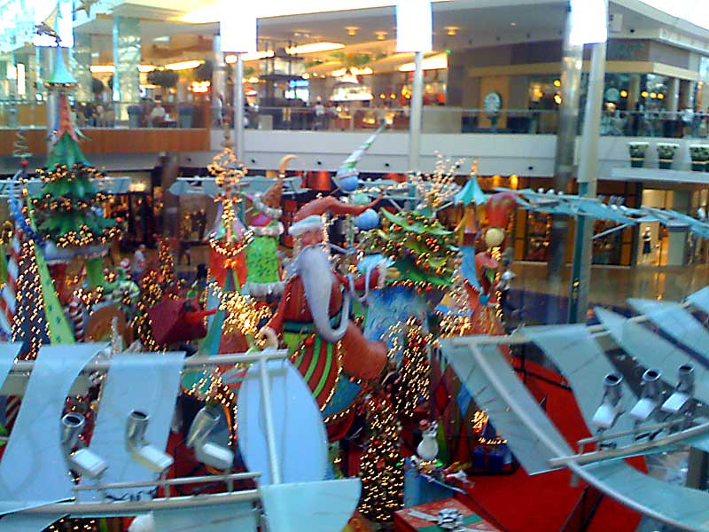 Day 62 – Santa is in the Mall at Millenia