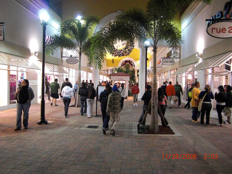 Day 72 – Black Friday Midnight Madness at Prime Outlet in Orlando