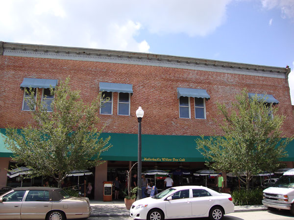 Willow Tree Cafe on First Street